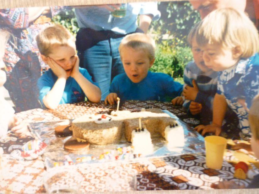 Ovatko hyppylinnat turvallisia käyttää lapsen syntymäpäiväjuhliin?